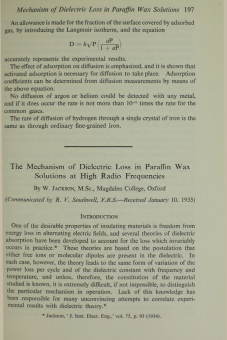 The mechanism of dielectric loss in paraffin wax solutions at high radio frequencies